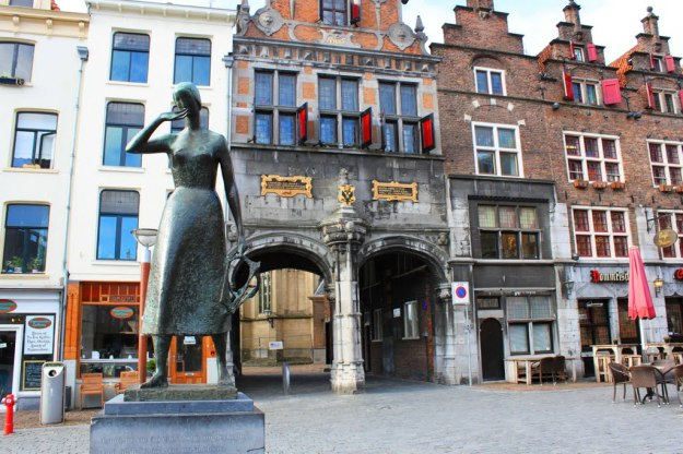 standbeeld van Mariken Van Nieumeghen - Grote Markt